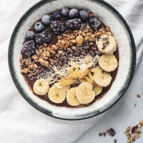 Like super healthy chocolate pudding- chocolate avocado smoothie bowl with berries,cacao nibs, banana, coconut