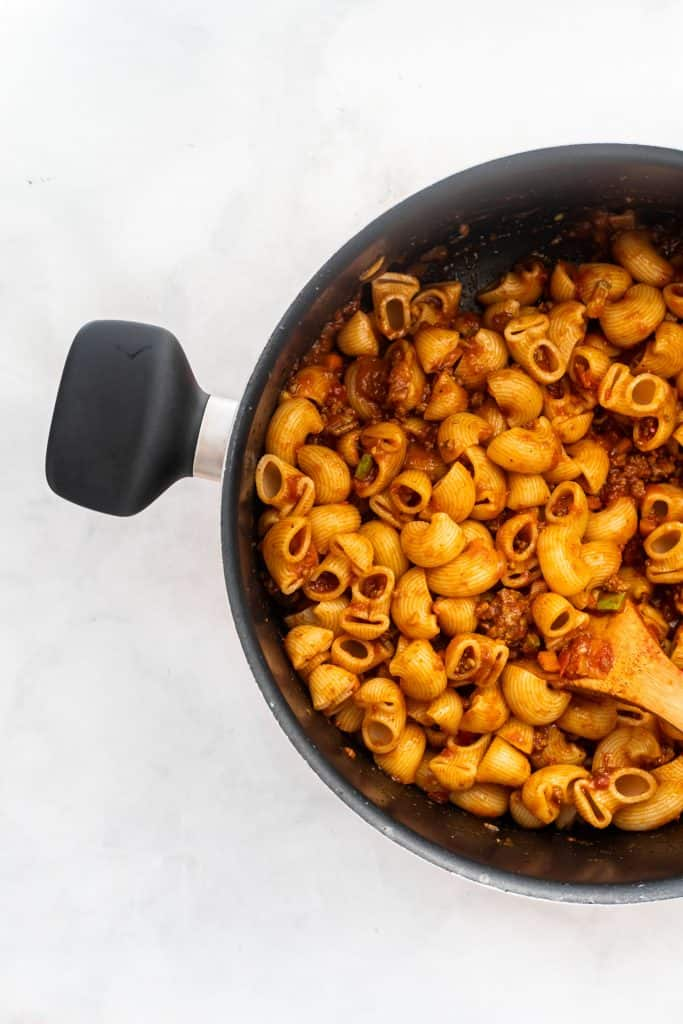 cooked middle eastern style macaroni in a pot